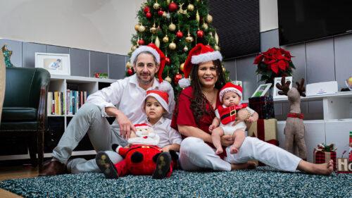 Família reunida para celebrar o Natal